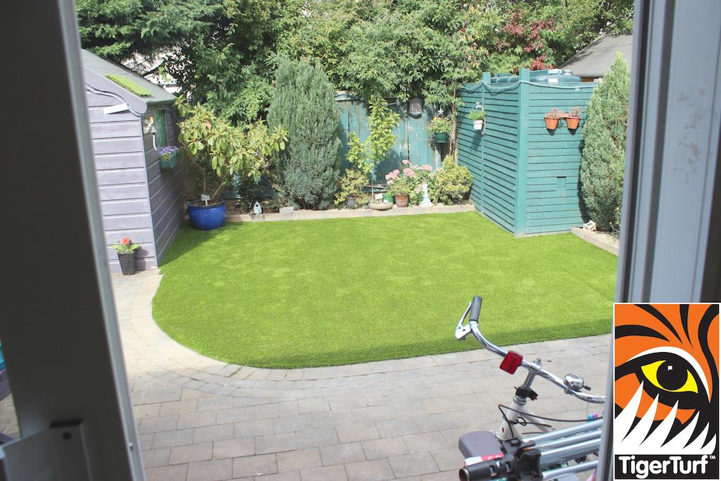 synthetic grass in family garden 113.jpg