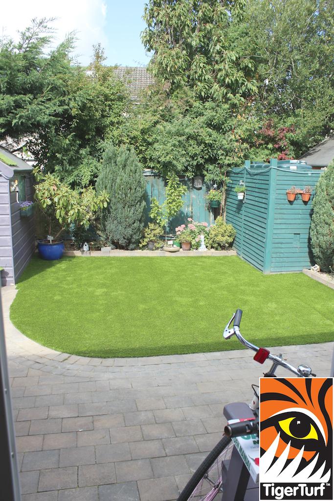 synthetic grass in family garden 115.jpg