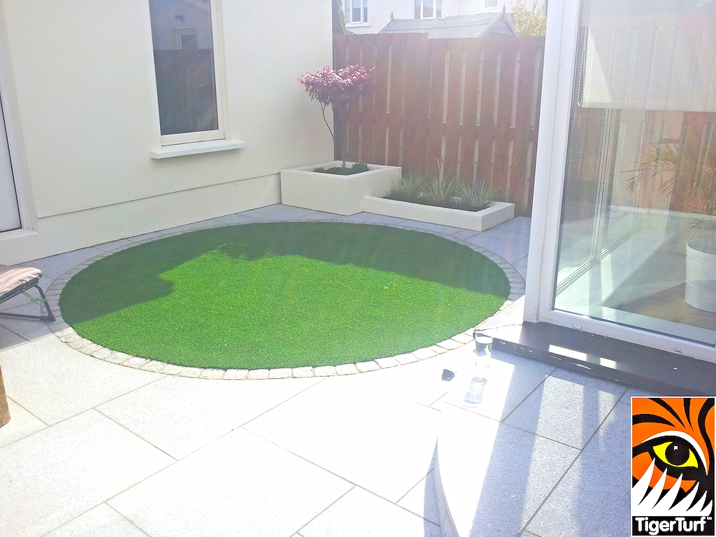 rounded synthetic lawn