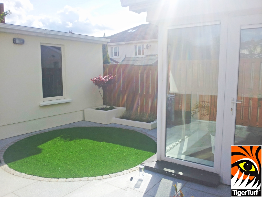 synthetic grass in family garden 39.jpg