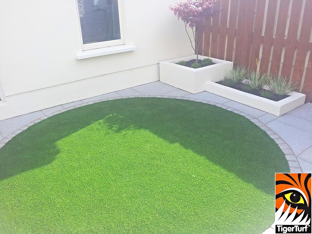 Circular Synthetic Garden Grass