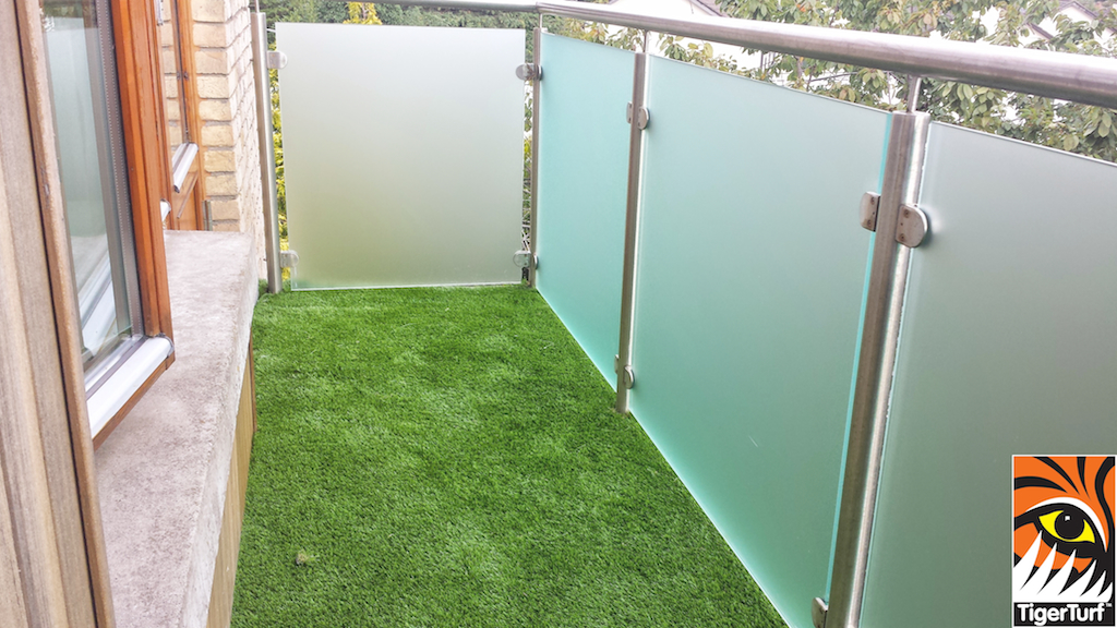 Synthetic grass on Balcony 16.jpg