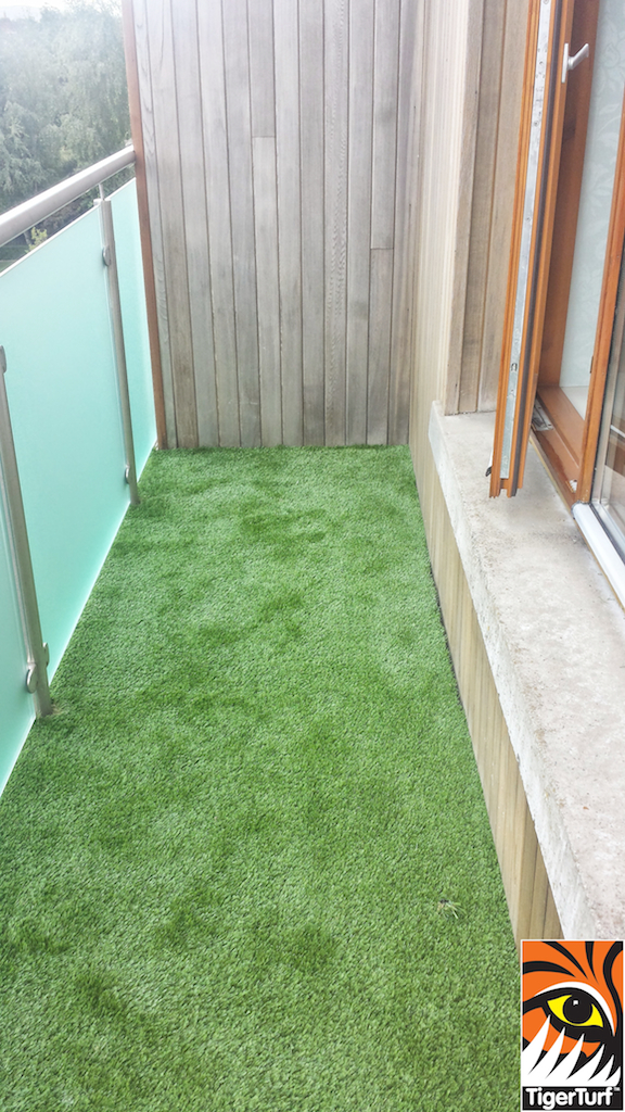Synthetic grass on Balcony 8.jpg