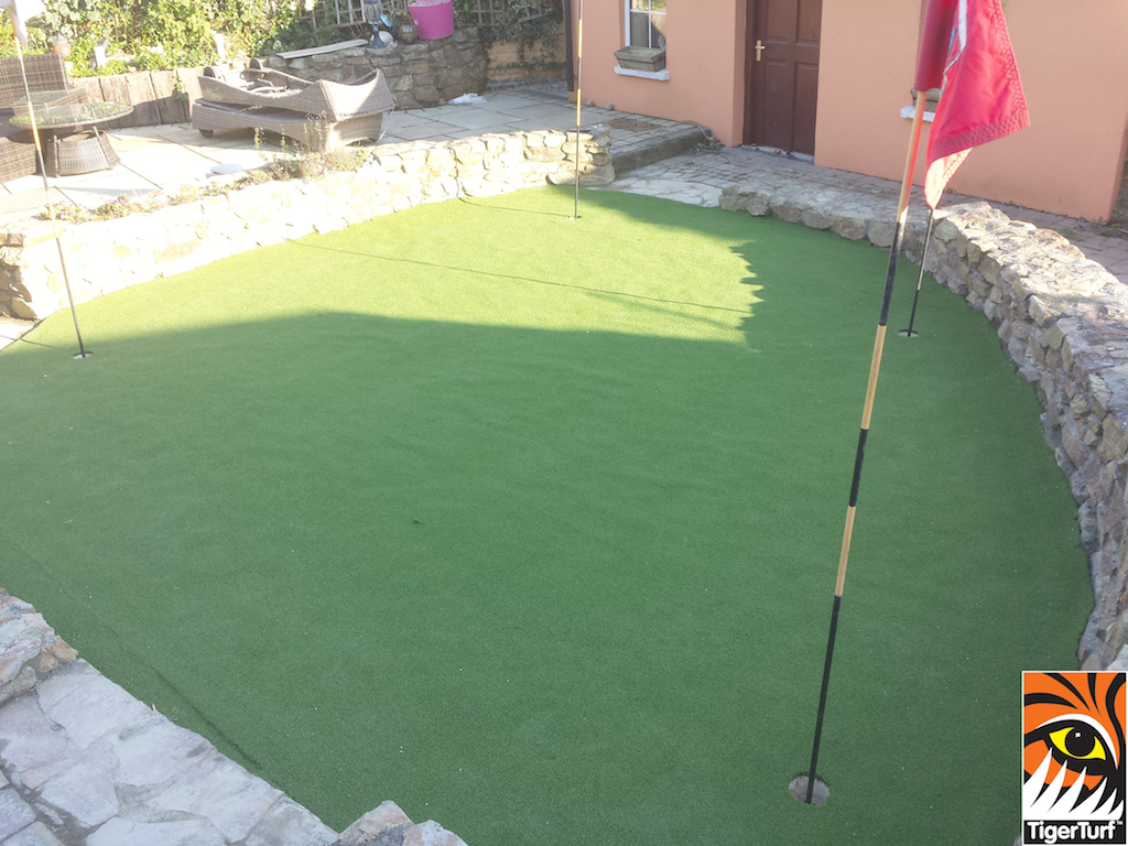 golf putting green