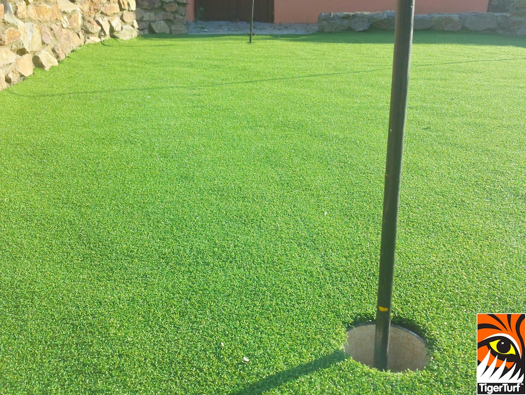 TigerTurf Premium Golf Putting Greens