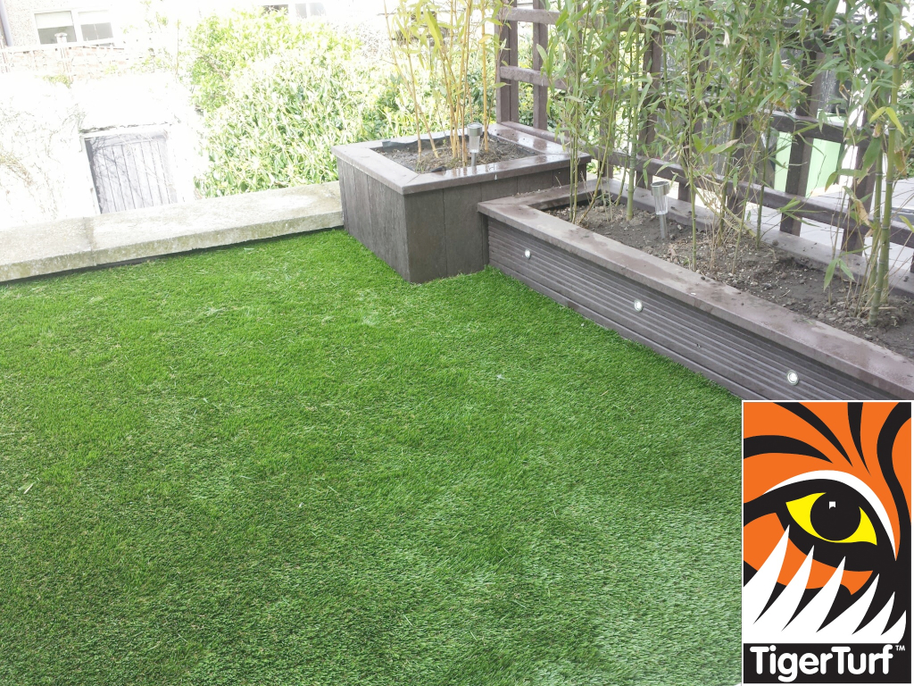 Synthetic grass on Balcony 4.jpg
