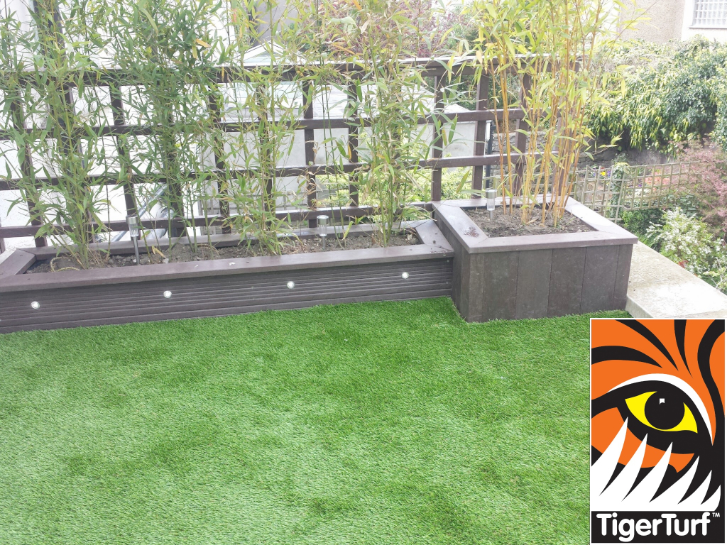 Synthetic grass on Balcony 14.jpg