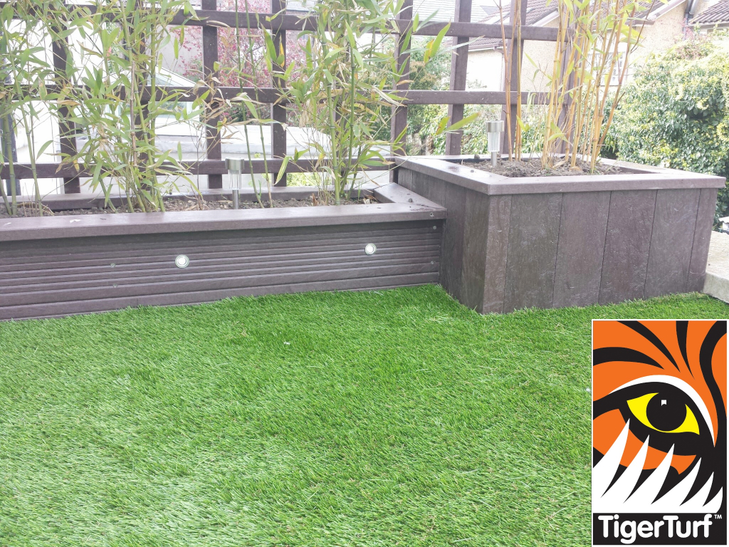 Synthetic grass on Balcony 16.jpg
