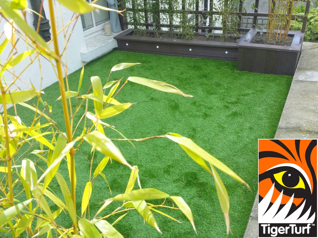 Synthetic grass on Balcony 7.jpg