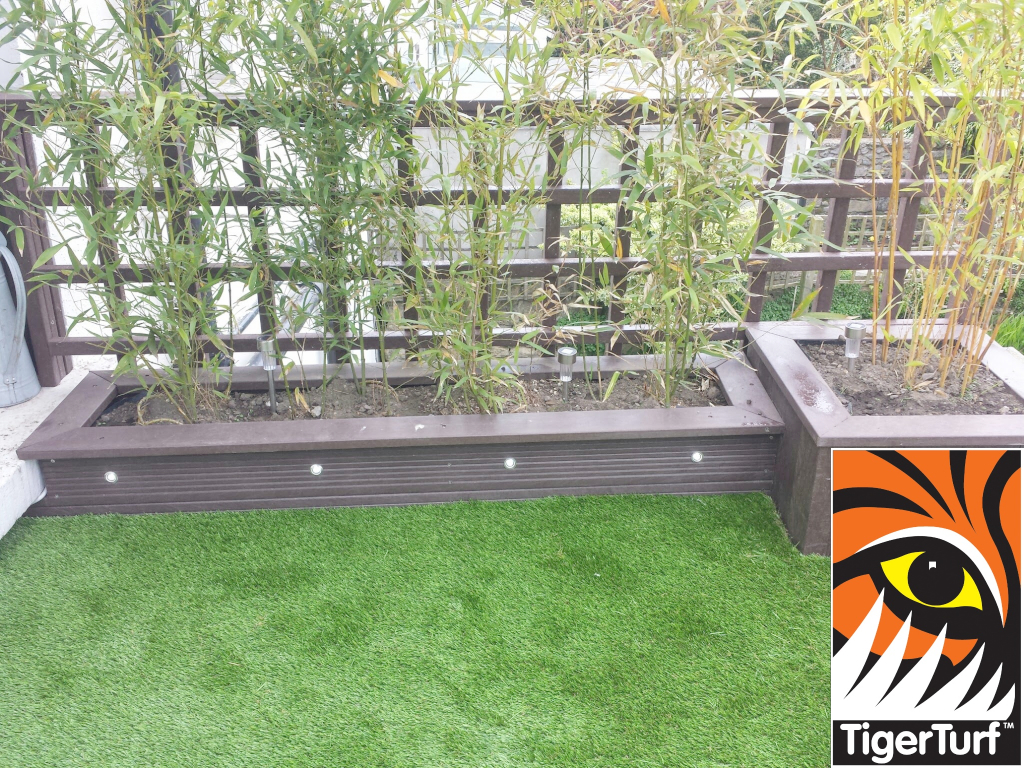 Synthetic grass on Balcony 13.jpg
