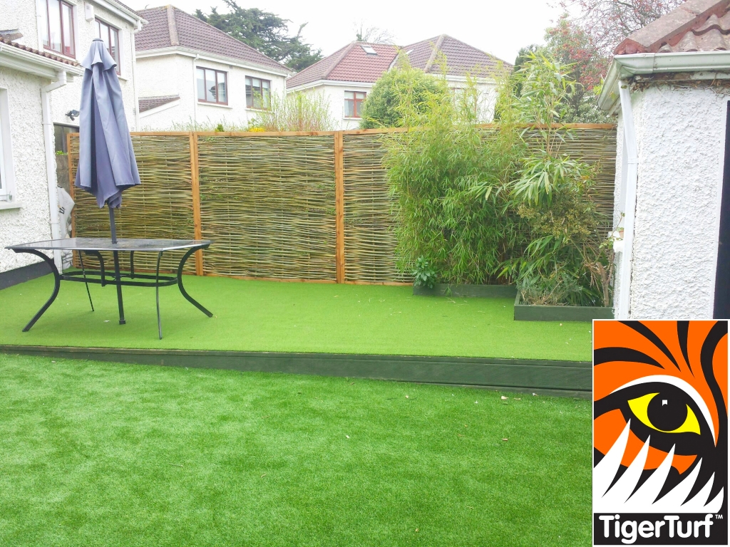 Synthetic grass on Balcony 3.jpg