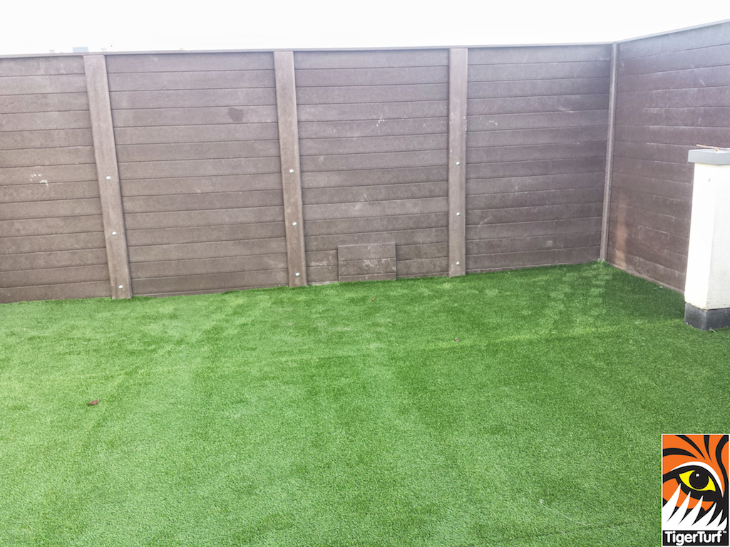 Synthetic grass on Balcony 7 (2).jpg