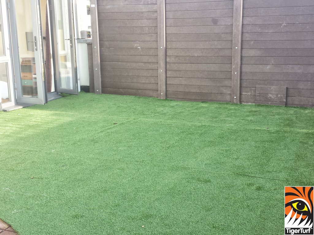 Synthetic grass on Balcony 19.jpg