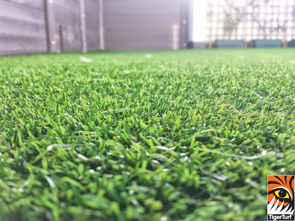 Synthetic grass on Balcony 20.jpg