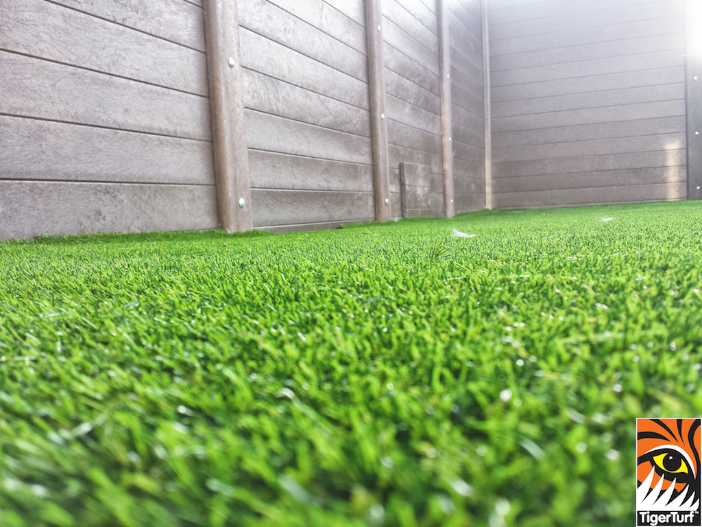 Synthetic grass on Balcony 22.jpg