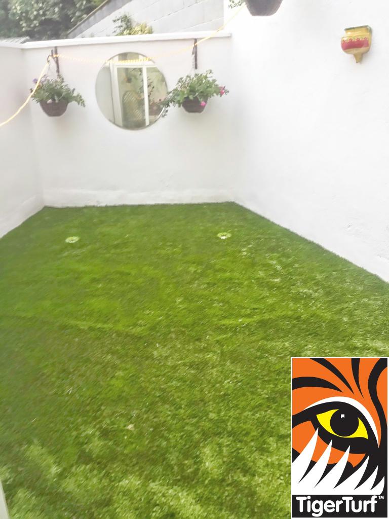 Synthetic grass on Balcony 9.jpg