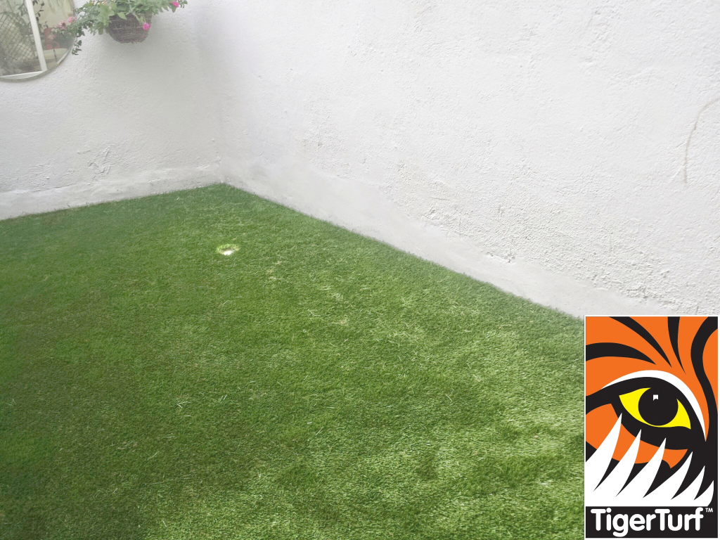 Synthetic grass on Balcony 6.jpg