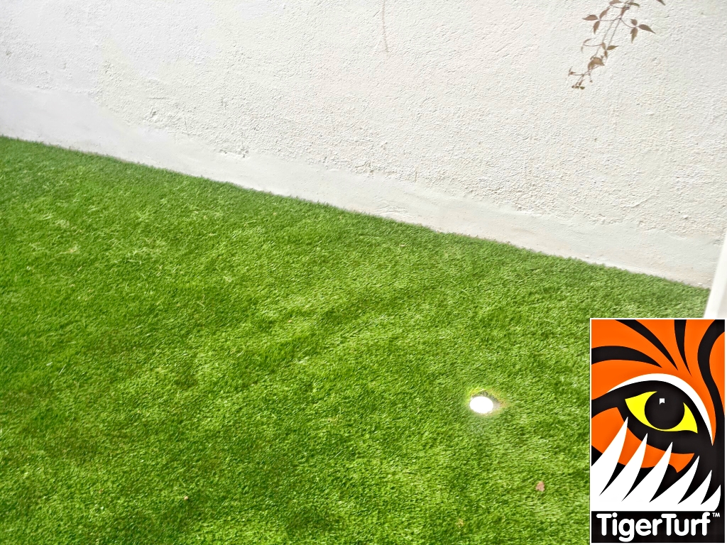 Synthetic grass on Balcony 5.jpg