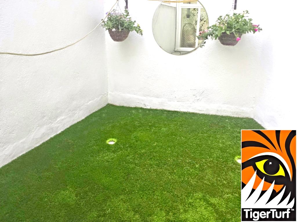 Synthetic grass on Balcony 4.jpg