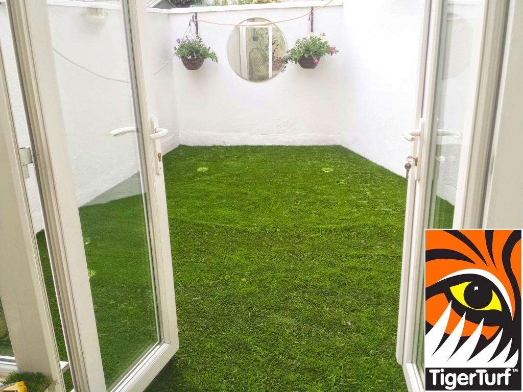 Synthetic grass on Balcony 1.jpg