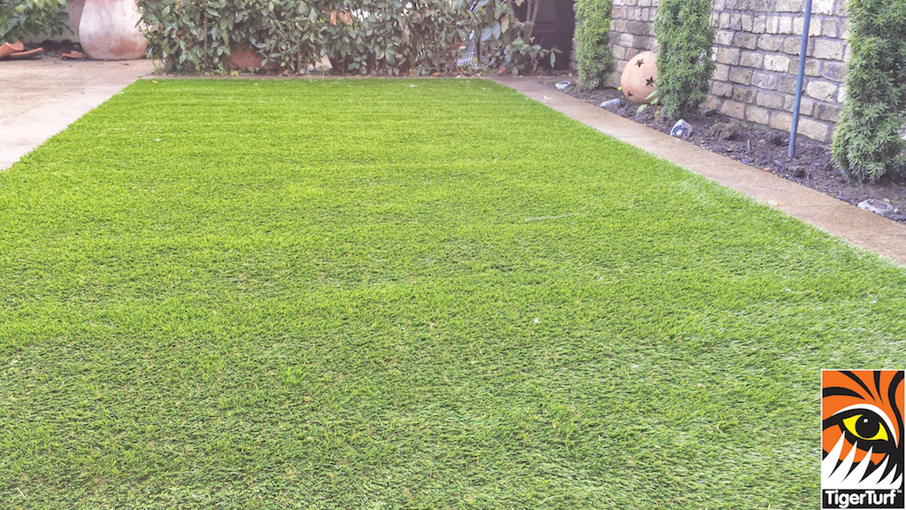 Synthetic grass in front lawn 34.jpg
