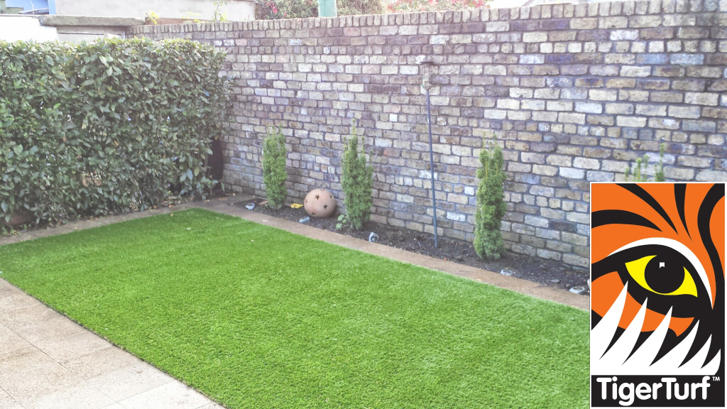 Synthetic grass in front lawn 66.jpg