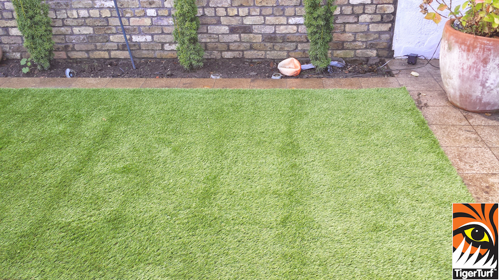 Synthetic grass in front lawn 36.jpg