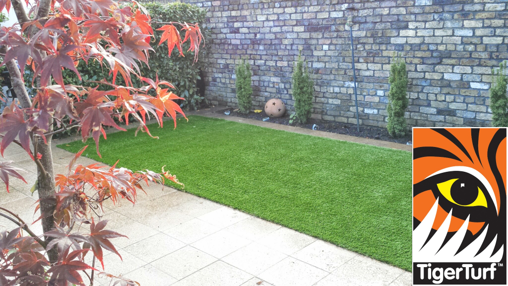 Synthetic grass in front lawn 74.jpg
