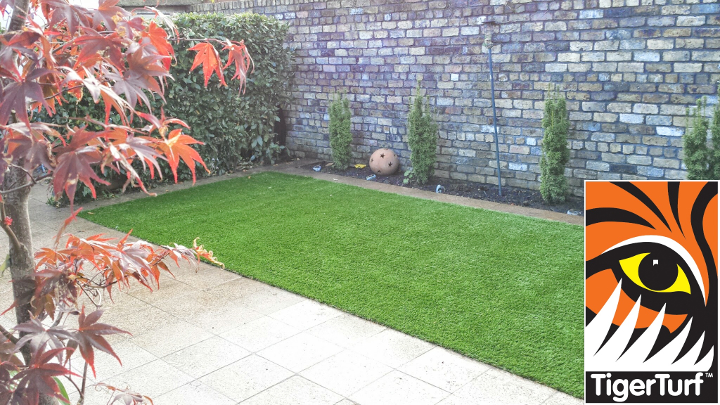 Synthetic grass in front lawn 72.jpg