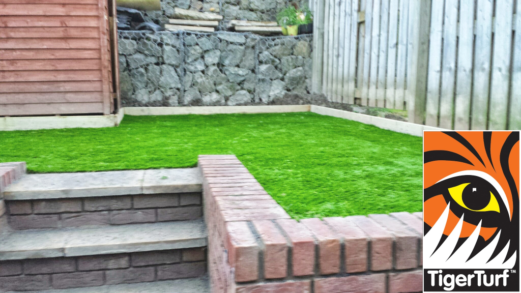 Synthetic Garden lawn installation