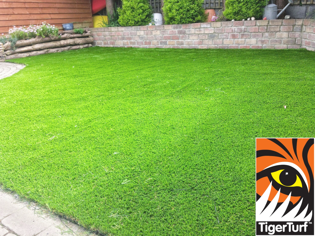 fake synthetic grass installed correctly