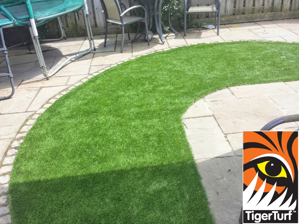 Synthetic grass in front lawn 21.jpg