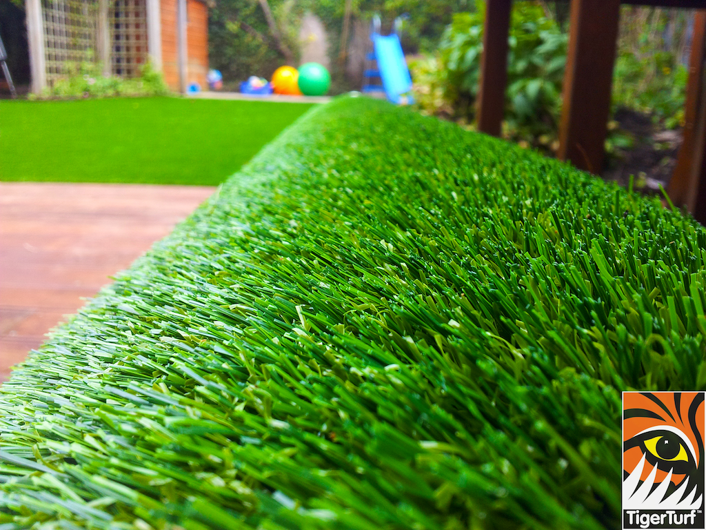 decking and lawn turf 689.jpg