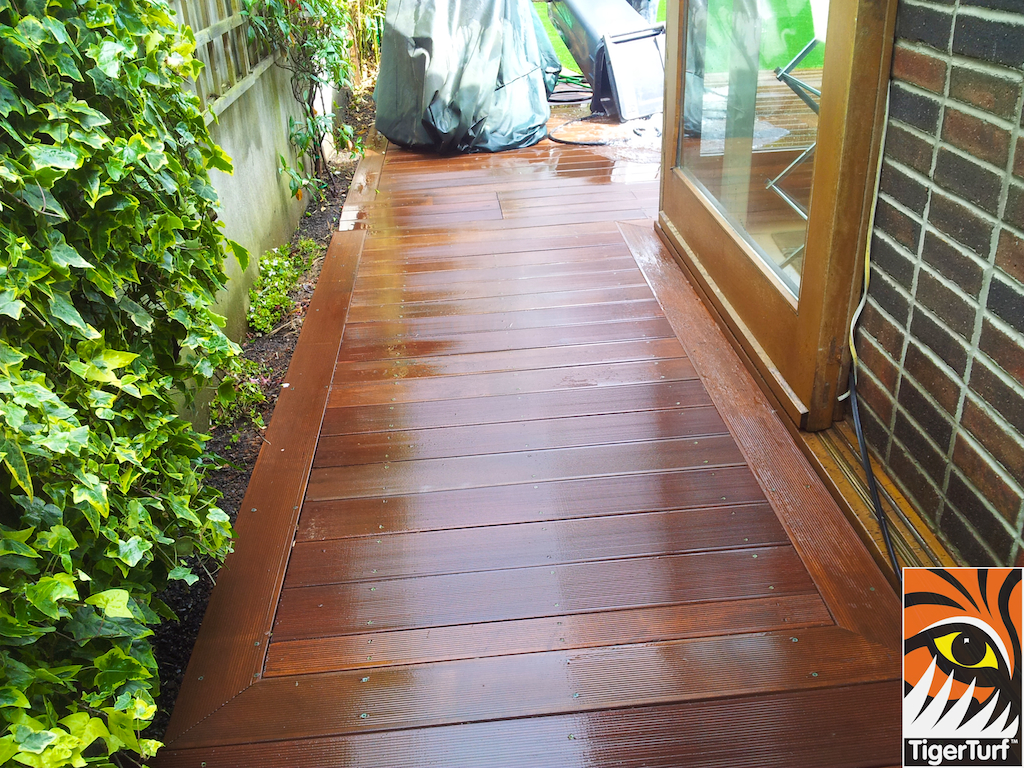 decking and lawn turf 672.jpg