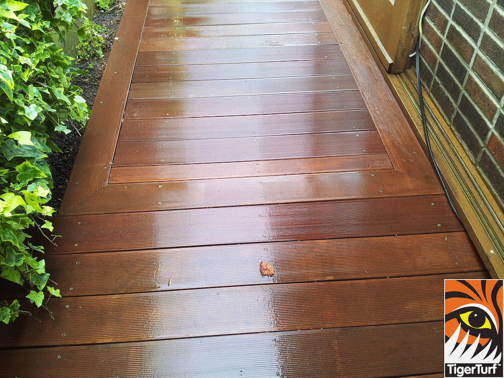 decking and lawn turf 673.jpg