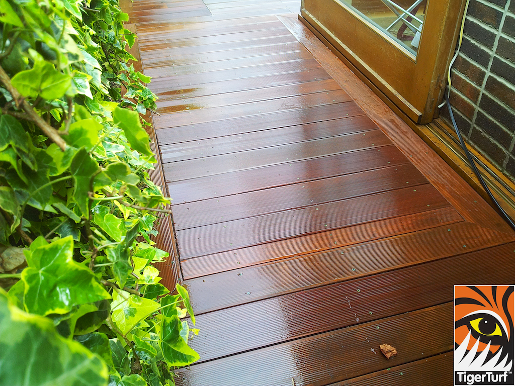 decking and lawn turf 678.jpg