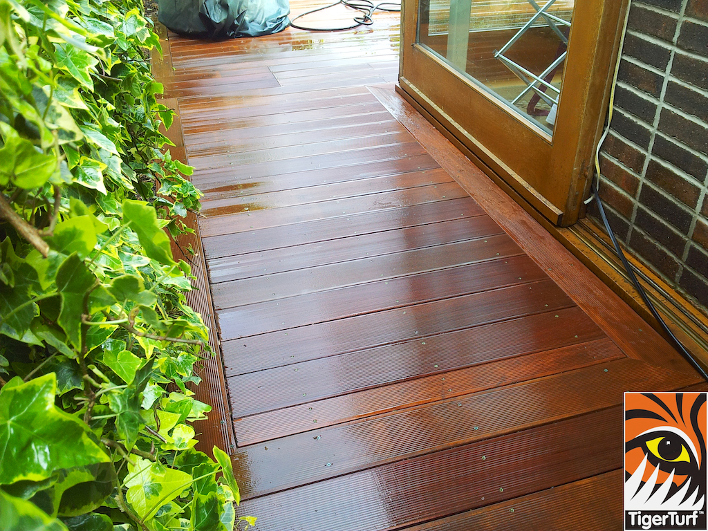 decking and lawn turf 682.jpg