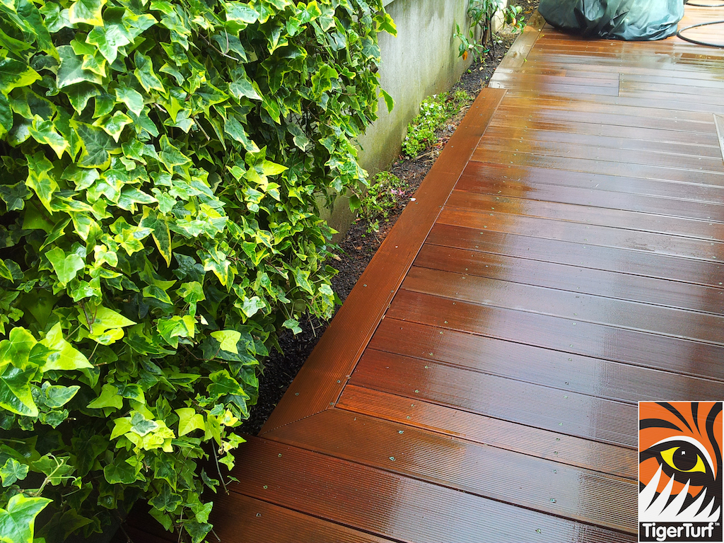 decking and lawn turf 686.jpg