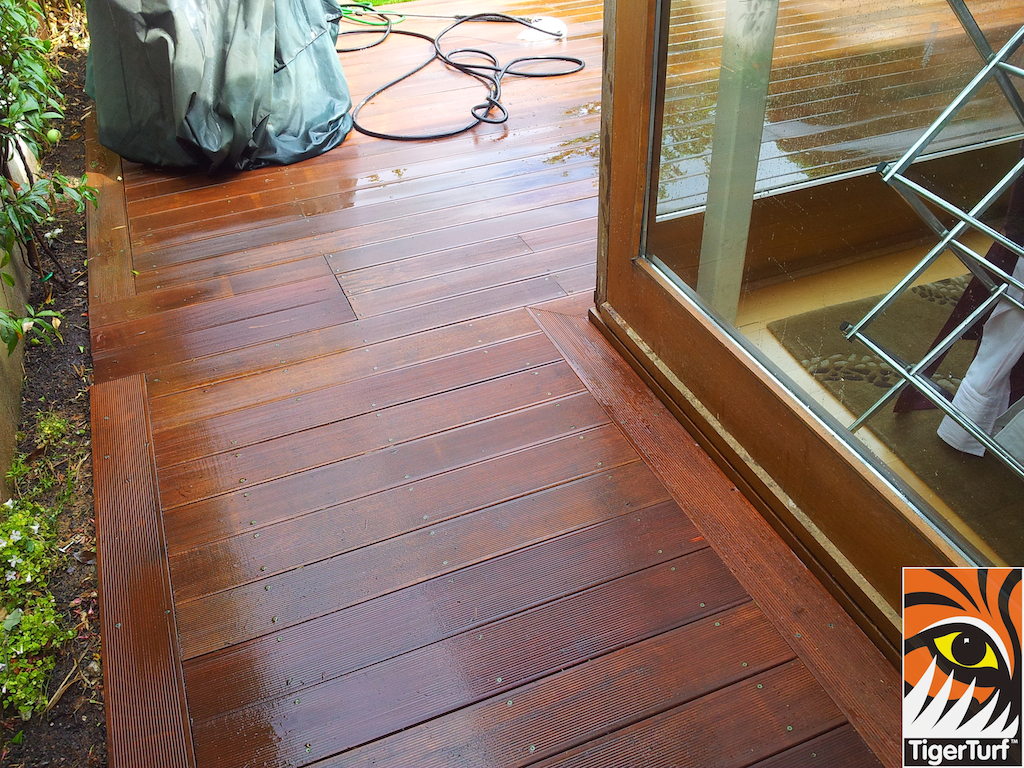 decking and lawn turf 694.jpg