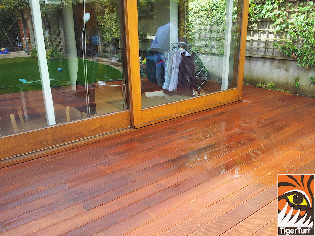 decking and lawn turf 697.jpg