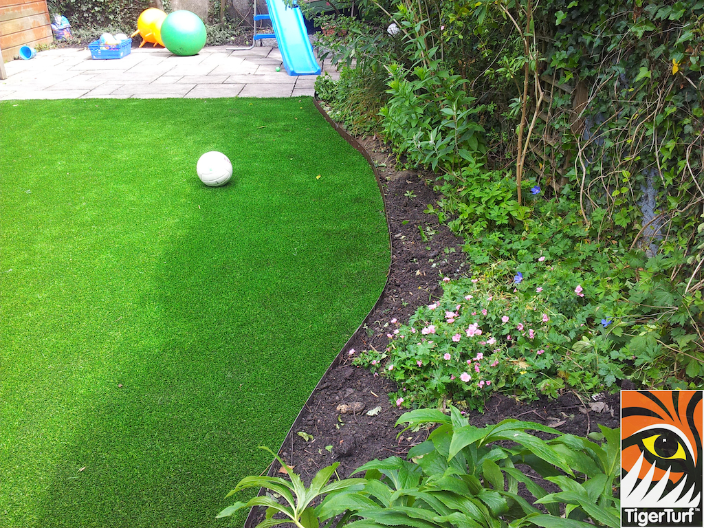 decking and lawn turf 696.jpg