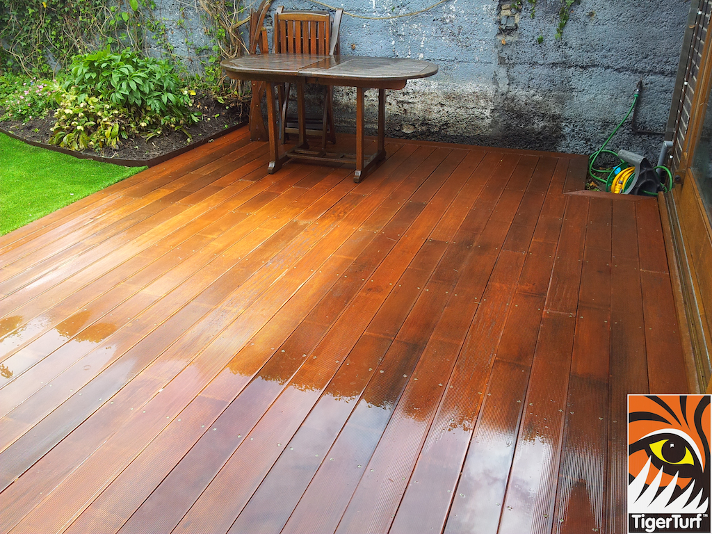 decking and lawn turf 706.jpg
