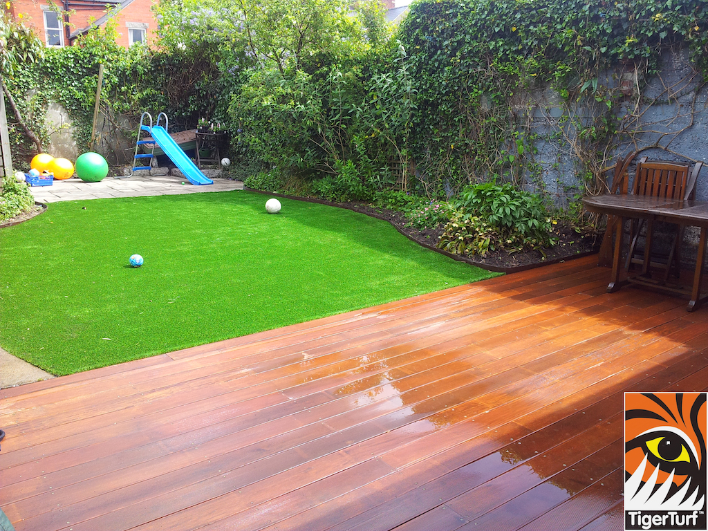 decking and lawn turf 708.jpg