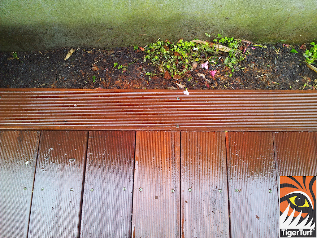 decking and lawn turf 716.jpg