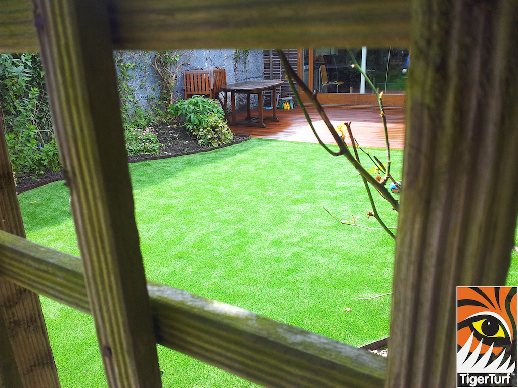 decking and lawn turf 724.jpg