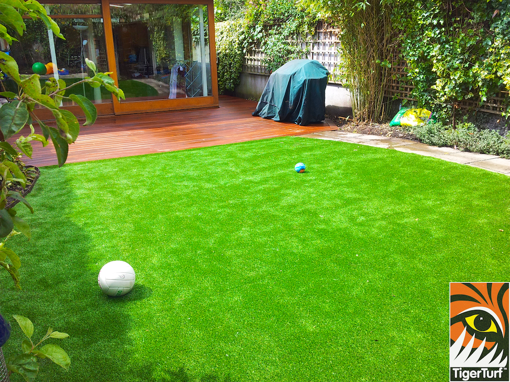 decking and lawn turf 734.jpg
