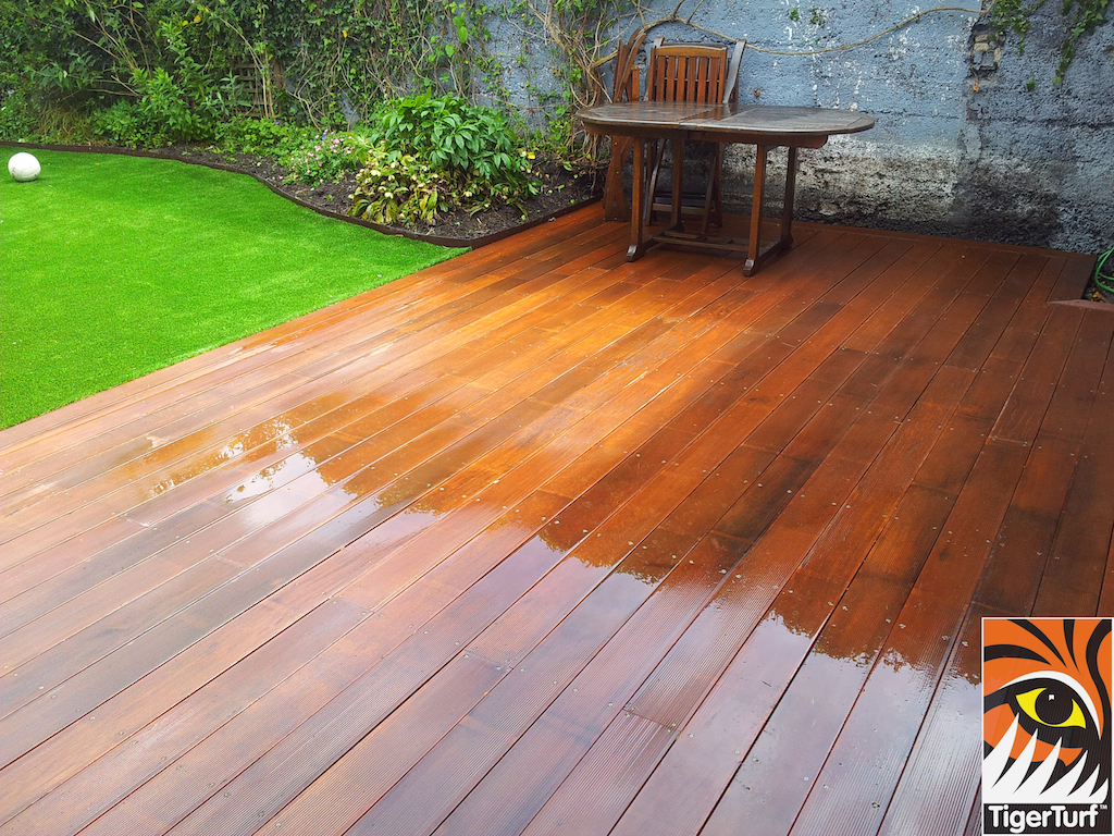 decking and lawn turf 743.jpg