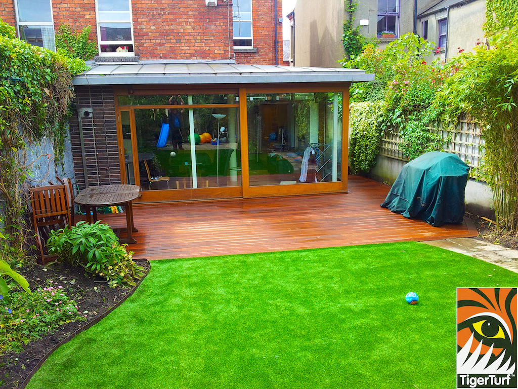 decking and lawn turf 742.jpg