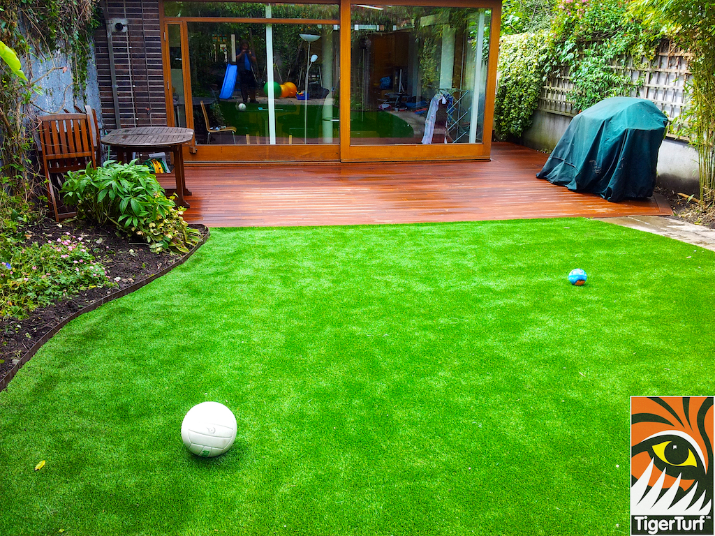 decking and lawn turf 741.jpg