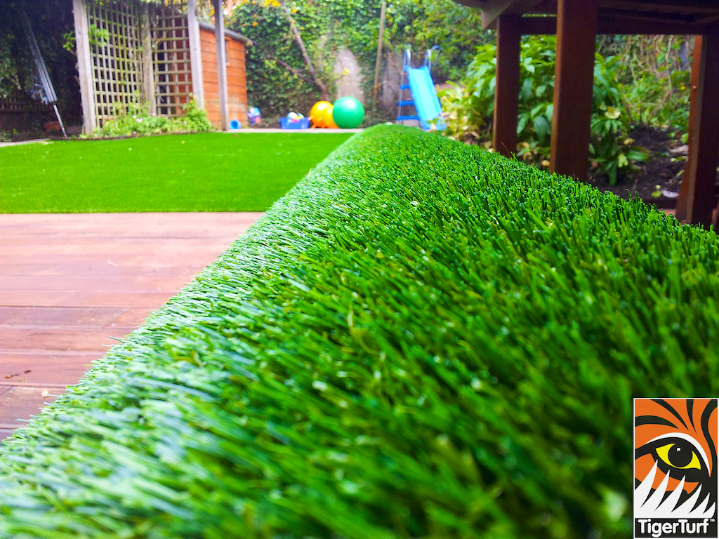 decking and lawn turf 749.jpg